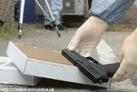 découverte d'une arme à feu police scientifique