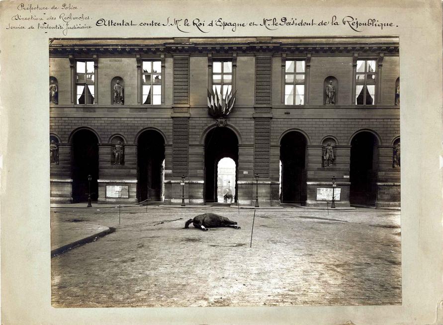 Attentat contre le président et roi d'Espagne Louvre Seine de crimes